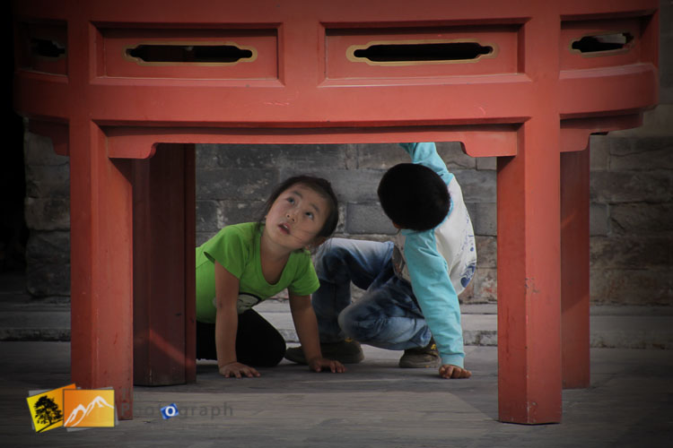 Kids playing in the summer palace