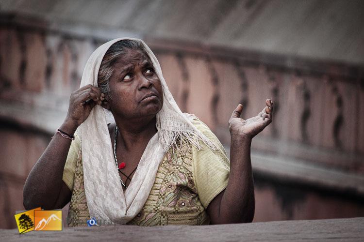 lady at Delhi temple